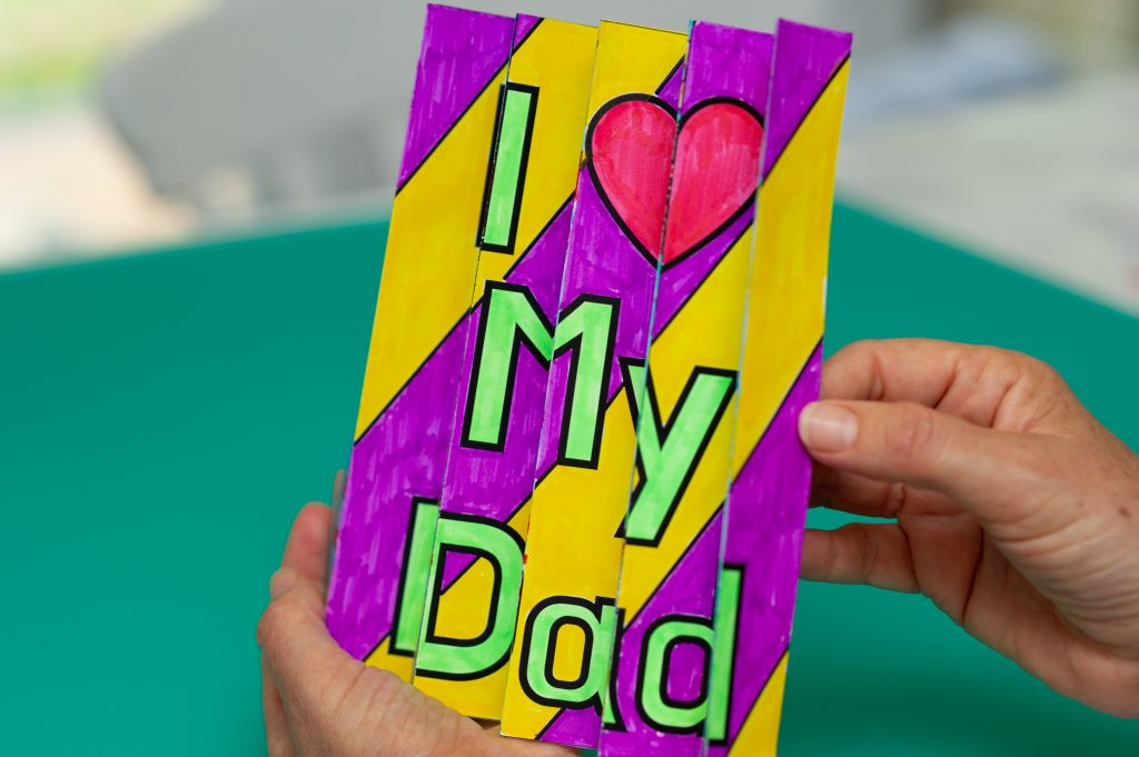 """Second view of Father's Day agamograpgh to reveal a different image which reads """"I love my dad."""""""